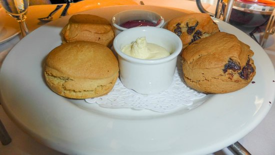 Hilton London Green Park: Stodgy scones