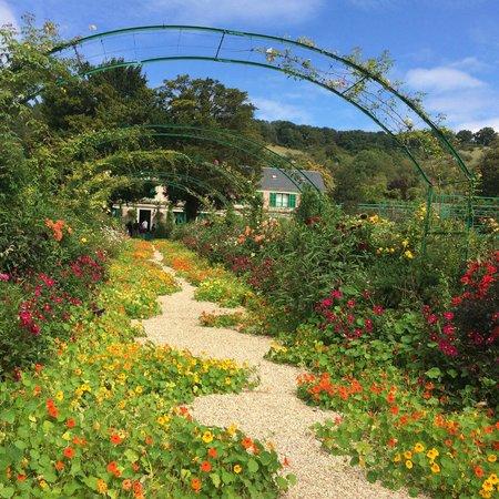 Viale foto di casa e giardini di claude monet giverny - Giardini di casa ...
