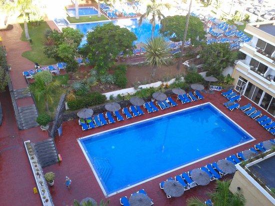 Hotasa Puerto Resort Canarife Palace: Overlooking pool area