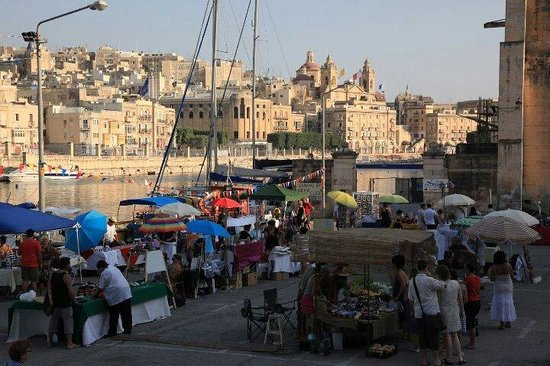 Birgu (Vittoriosa), Malta: Open air market, the Maltese way