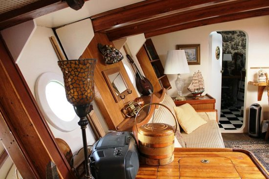 Wharfside Bed and Breakfast Aboard the Slowseason: Another view of our main room