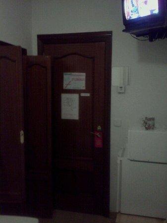 Hostal Estrella: Puerta de mi habitación