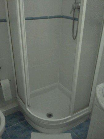 Hostal Estrella: Baño compartido. Impecable.