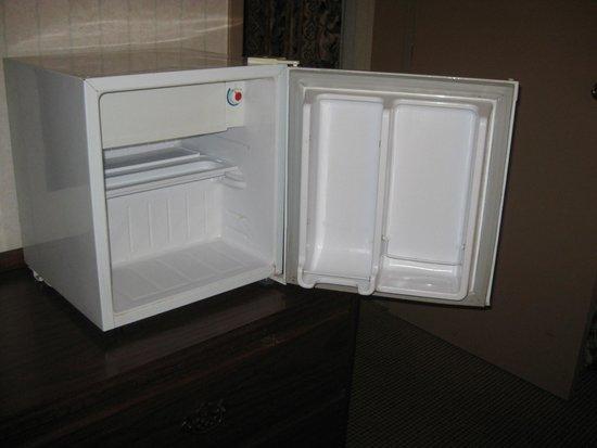 Clifton Victoria Inn at the Falls : refrigerator