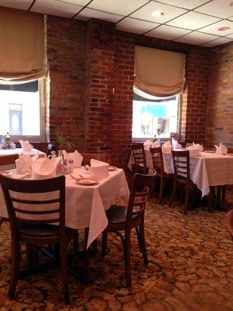 Chiapparelliu0027s Restaurant: Cozy Dining Room