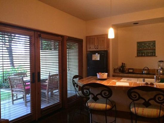 Embarc Palm Desert: great kitchen & breakfast bar with stools