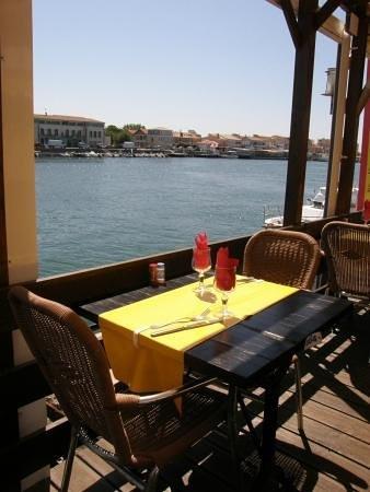 Restaurant El K'lamar: terrasse vue sur l'hérault