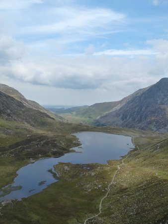 YHA Idwal Cottage: The view from the slabs