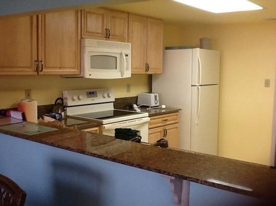 Las Olas Beach Club of Cocoa Beach : kitchen