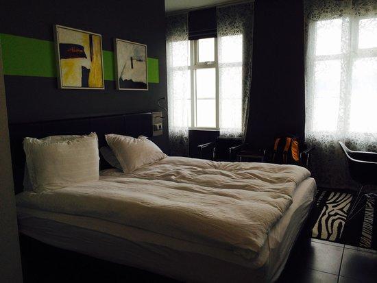 Centerhotel Arnarhvoll: King bed