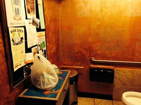 Laurrapin: Men's Room