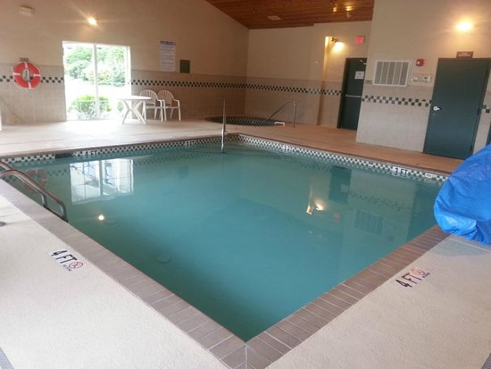 Country Inn & Suites By Carlson, Boone: The pool and hot tub
