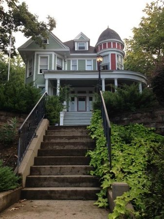 Prospect Place Bed and Breakfast: street view