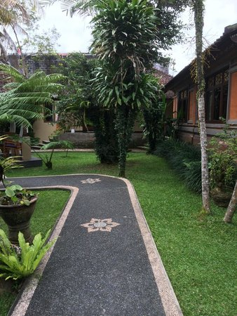 Lokasari Bungalows Spa & Gallery: Grounds of Lokasari