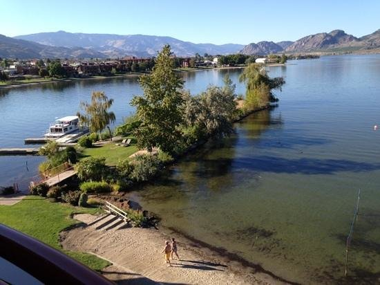 Holiday inn Hotel & Suites Osoyoos: From the Balcony overlooking the lake