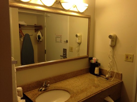 La Quinta Inn & Suites Nashville Airport: Bathroom vanity - King Executive