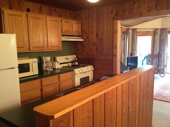 Woods Hill Kitchen. - Picture of Ross\' Teal Lake Lodge & Teal Wing ...