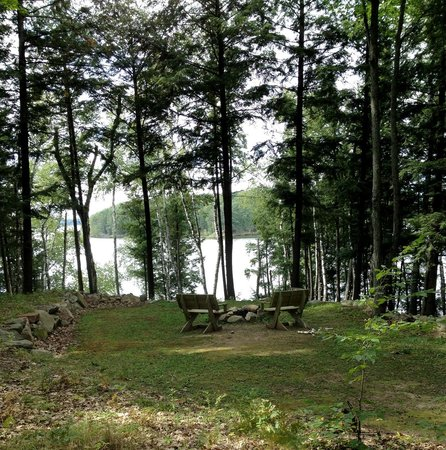 Ross' Teal Lake Lodge & Teal Wing Golf Club: Fire pit next to Woods Hill cottage.