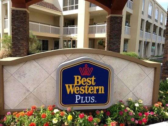 BEST WESTERN PLUS Rancho Cordova Inn: Hotel entry