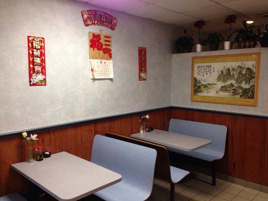 Men At Wok Restaurant : The interior looks great