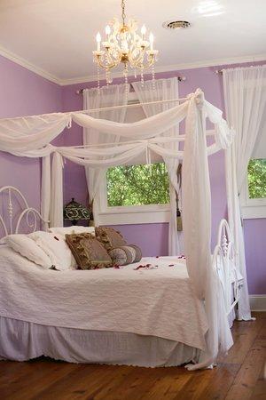 Cooper's Landing Inn : Bridal suite