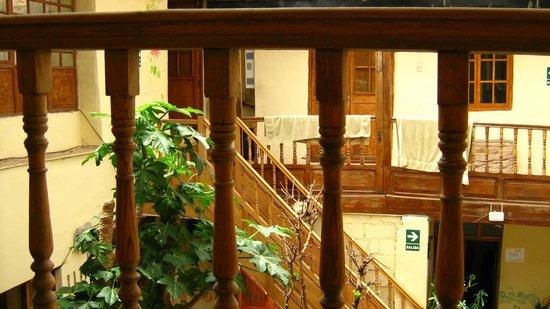 Sumayaq Hostel Cusco: Patio con jardín