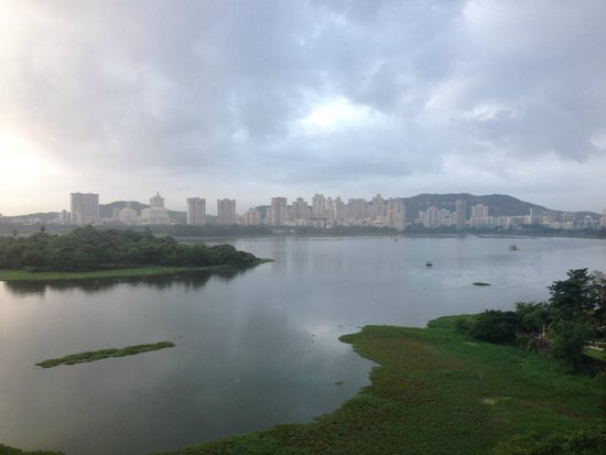 Renaissance Mumbai Convention Centre Hotel: Morning View of the lake