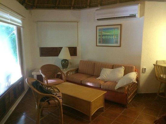 Riviera Maya Suites: Garden Bungalow Front Area