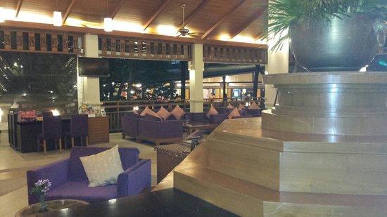 Horizon Karon Beach Resort & Spa: hotel lobby, amazing.