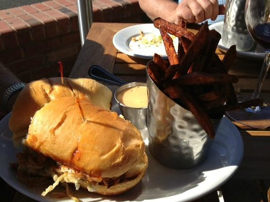 Greg's Grill: Lunch at Gregs Grill Bend Oregon
