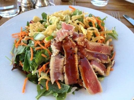 Greg's Grill: Ahi Salad - delicious