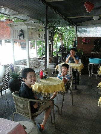 Sivarin Guesthouse: Waiting for breakfast