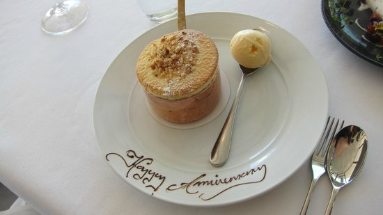 ARIA Restaurant : Passionfruit crumble souffle