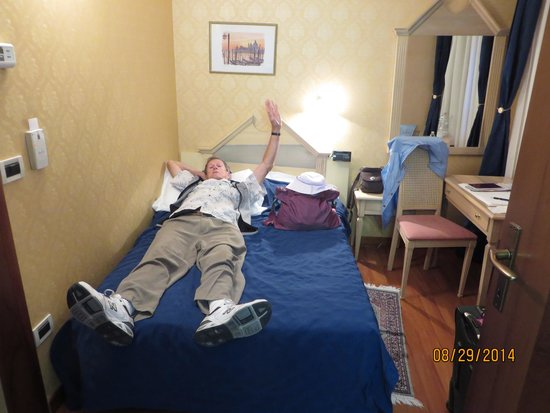 Hotel Tintoretto: The bed was comfortable.....