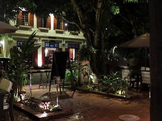 3 Nagas Restaurant : Patio dining or indoors.