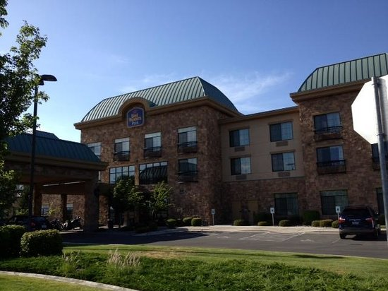 Best Western Plus Pasco Inn & Suites: Front of Hotel