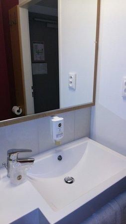 B&B Hotel Prague City : bathroom