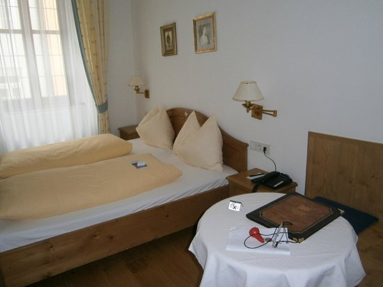 Hotel Weisses Kreuz : habitación doble