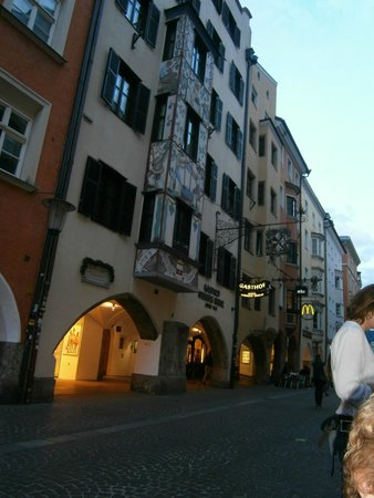 Hotel Weisses Kreuz : peatonal, frente del hotel