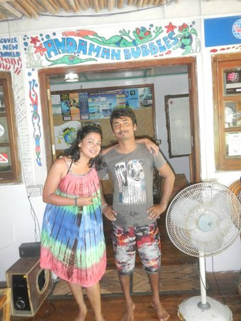 Andaman Bubbles: the diver with her trainer pose!