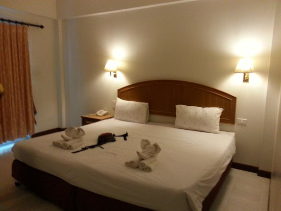 Aonang Smile Hotel: spacious room