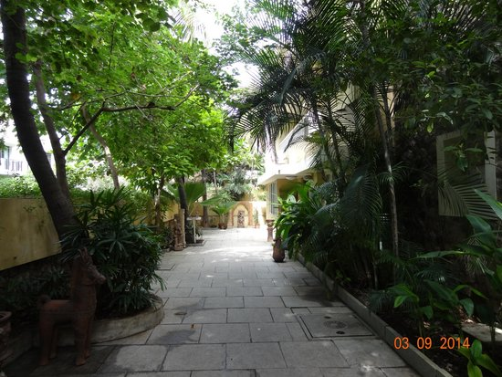 Hanu Reddy Residences,Wallace Garden: Entrance of Hanu Reddy Residences.