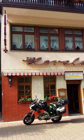 Rhein Hotel Zur Loreley: Vor der Abfahrt vorm Hotel