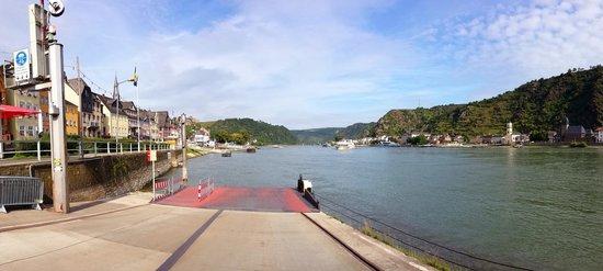 Rhine Hotel Zur Loreley: Blick von der Fähre auf Rhein und St. Goar