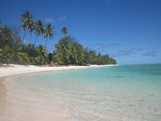 Arorangi Beach Front Bungalow & Studio Unit: Beach in front of bungalow - gorgeous