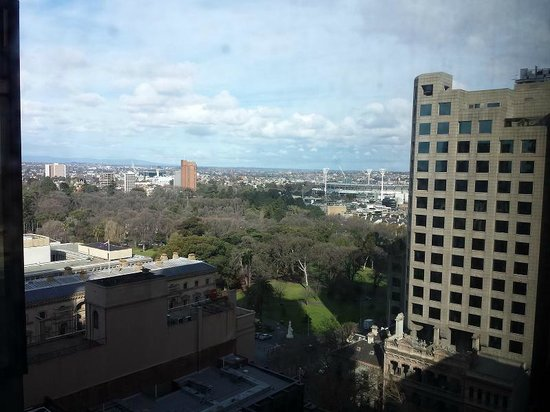 شيراتون ملبورن هوتل: View to the east - room 1410 - towards mcg