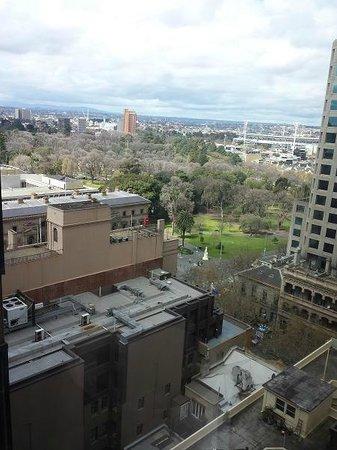 شيراتون ملبورن هوتل: View to the east - room 1410