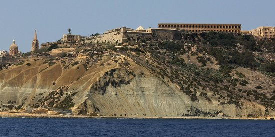 Ghajnsielem, Malta: Fort Chambray from the sea