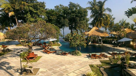 Puri Bagus Lovina : Von der Lobby in Richtung Pool fotografiert.