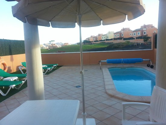 Holiday Villas: Piscina